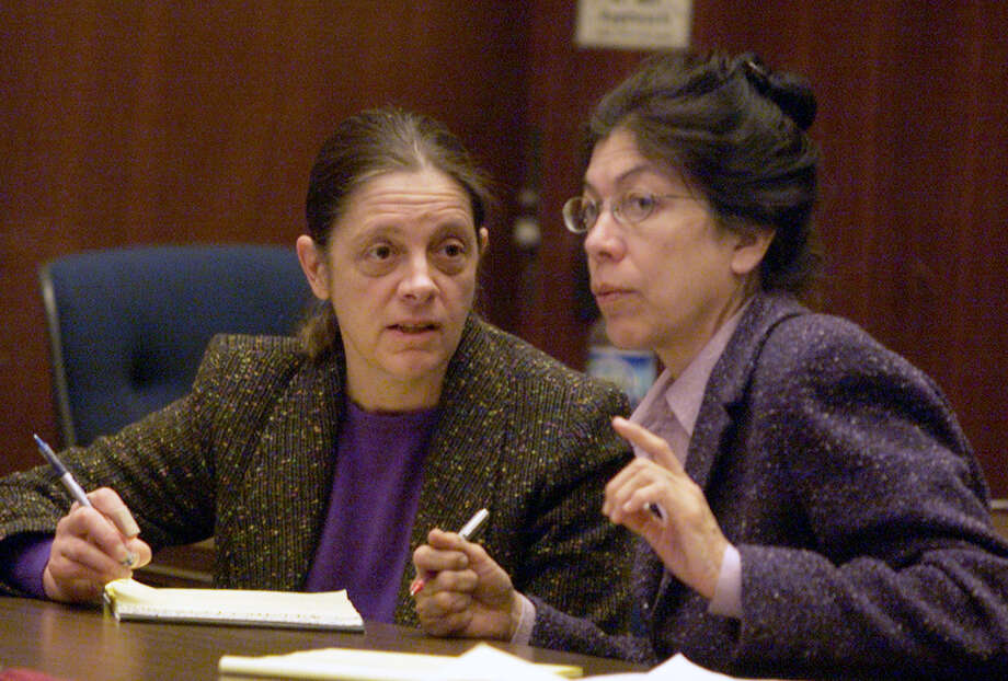 Defendant Marjorie Knoller, left, confers with her attorney Nedra Ruiz during the prosecution's closing rebuttal arguments in a courtroom in Los Angeles, Tuesday, March 19, 2002, before the jury began deliberations in the trial of Knoller and her husband Robert Noel, charged in the dog mauling death of a neighbor. Before the case went to the jury, Superior Court Judge James L. Warren clashed with Ruiz over her efforts to interrupt the prosecutor's closing rebuttal argument. (AP Photo/Lance Iversen, Pool) Photo: LANCE IVERSEN
