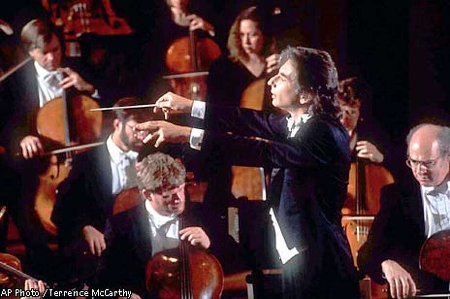 ADVANCE FOR MONDAY PMS, SEPT. 28--FILE--Michael Tilson Thomas, shown conducting the San Francisco Symphony in 1997, lead the orchestra in an all-George Gershwin program that opened Carnegie Hall's 1998 season on Sept. 26. The concert will be broadcast Sept. 30 to open PBS' Great Performances series. (AP Photo/Terrence McCarthy) Photo: TERRENCE MCCARTHY