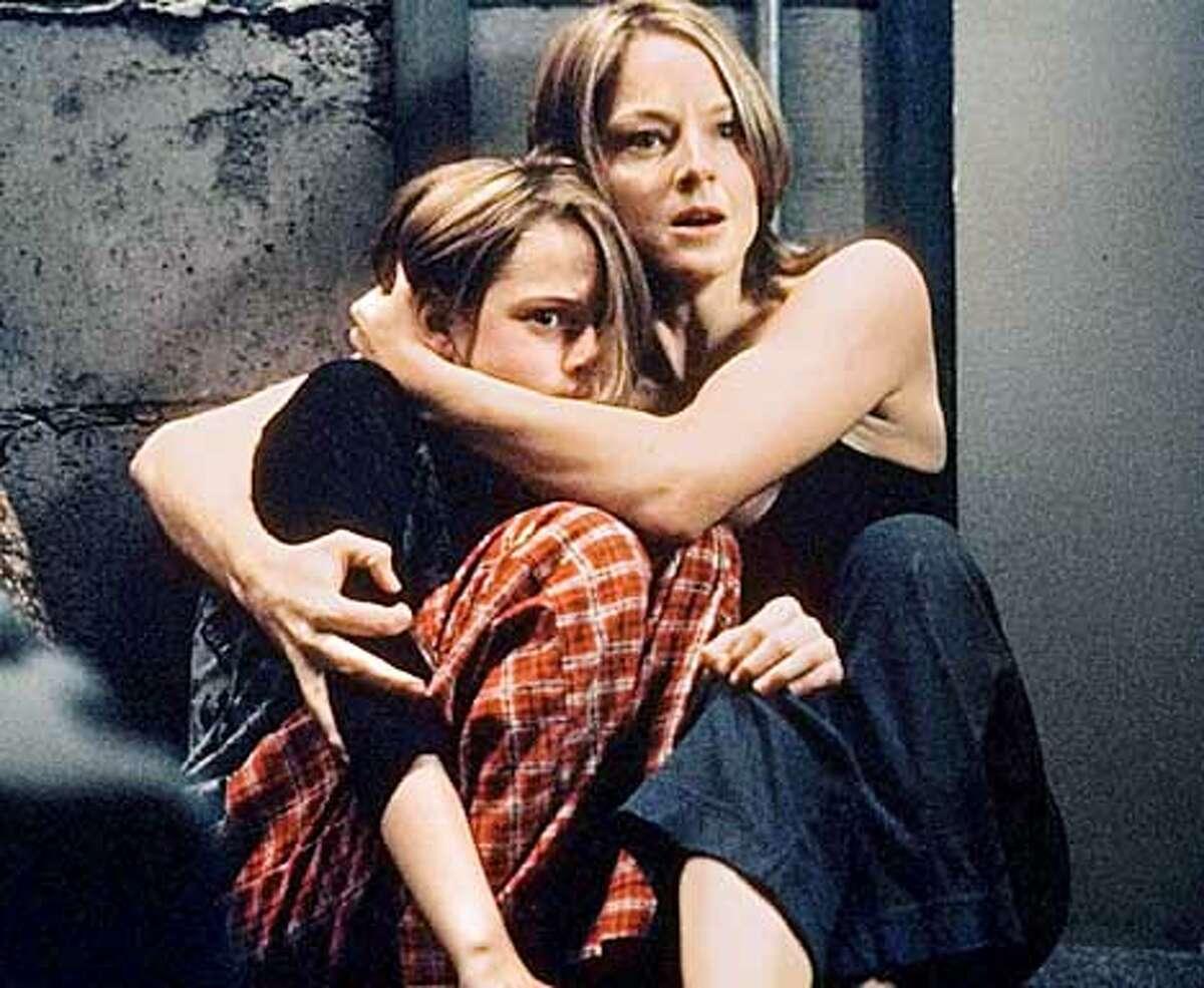 PANIC-C-26MAR02-DD-HO Kristen Stewart, left, and Jodie Foster in PANIC ROOM.