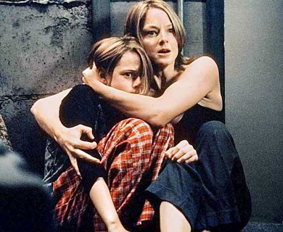 PANIC-C-26MAR02-DD-HO Kristen Stewart, left, and Jodie Foster in PANIC ROOM. Photo: HO