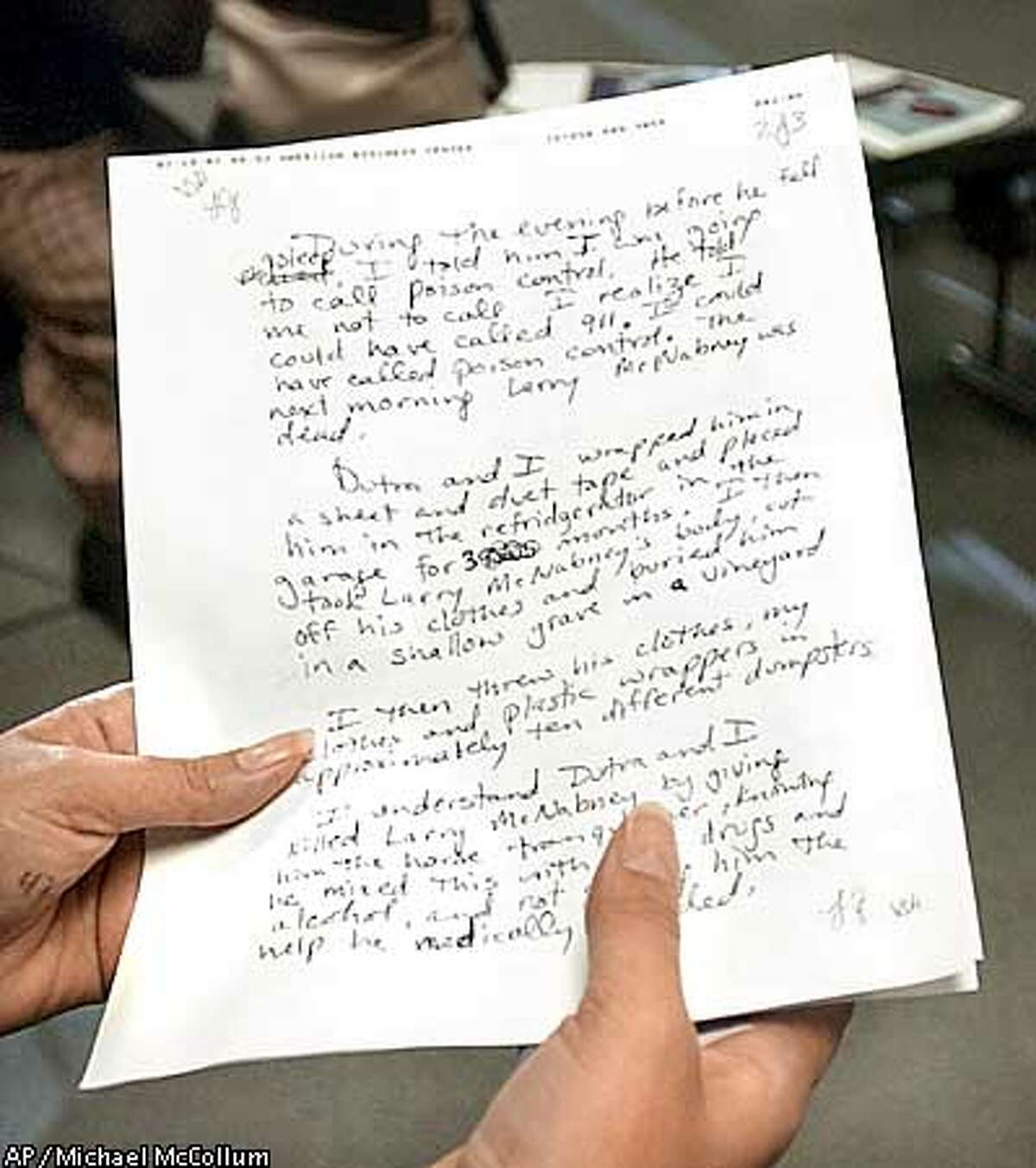 San Joaquin County Sheriff Baxter Dunn reads a statement written by Laren Renee Sims during a press conference at the San Joaquin County Jail Tuesday, March 19, 2002, in Stockton, Calif. The statement was faxed from Destin, Fla., where Sims was arrested Monday in the murder of her husband Sacramento attorney Larry McNabney, who police say was overdosed with horse tranquilizers and buried in a California vineyard. (AP Photo/The Record, Michael McCollum)