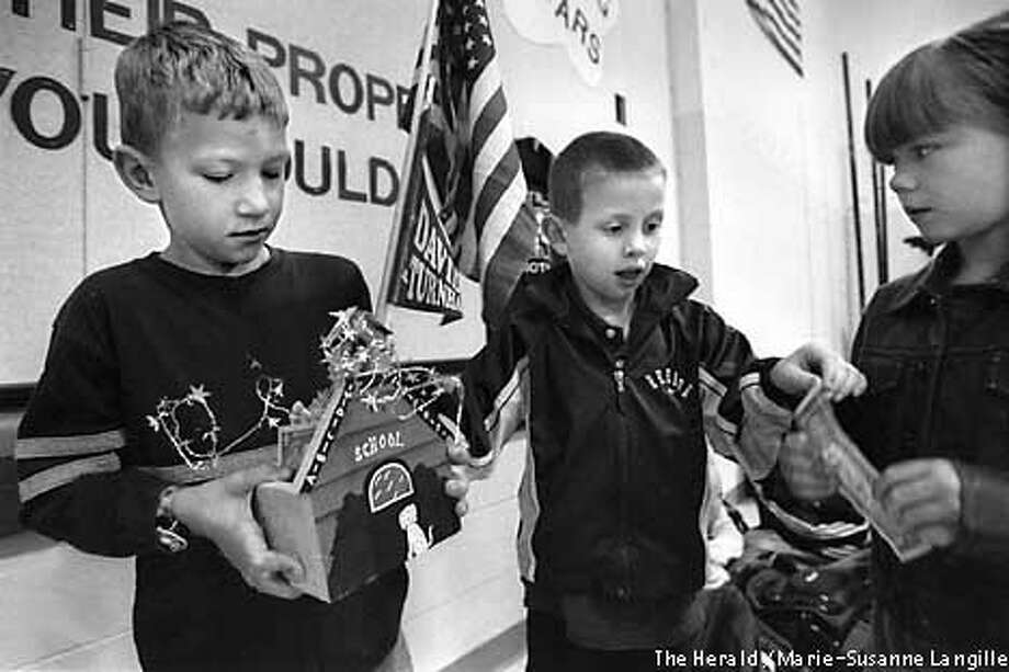 David Turnham Elementary School, Dale, In., kindergartners Logan Steckler left, and Willie McElhaney collected money from their schoolmates Monday, Oct. 22, 2001, for President Bushs . First-grader Kaylee Curtis, right, donated a dollar. The school has collected close to $200 so far. (AP Photo/The Herald, Marie-Susanne Langille) Photo: MARIE-SUSANNE LANGILLE
