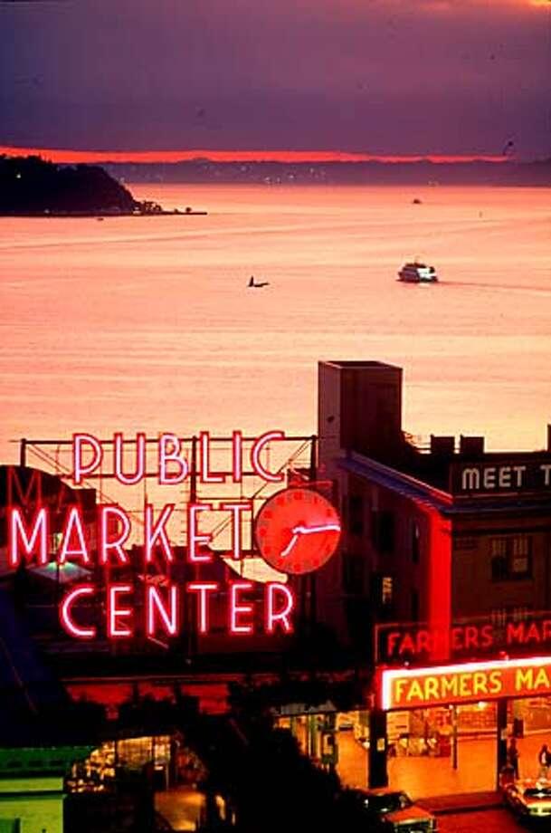 SEATTLE PUBLIC MARKET Photo: HO