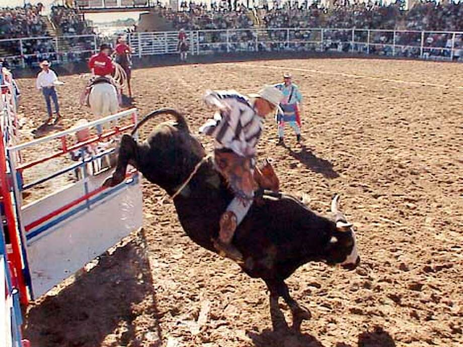 Prison rodeo a tradition / Inmates line up for a chance at a