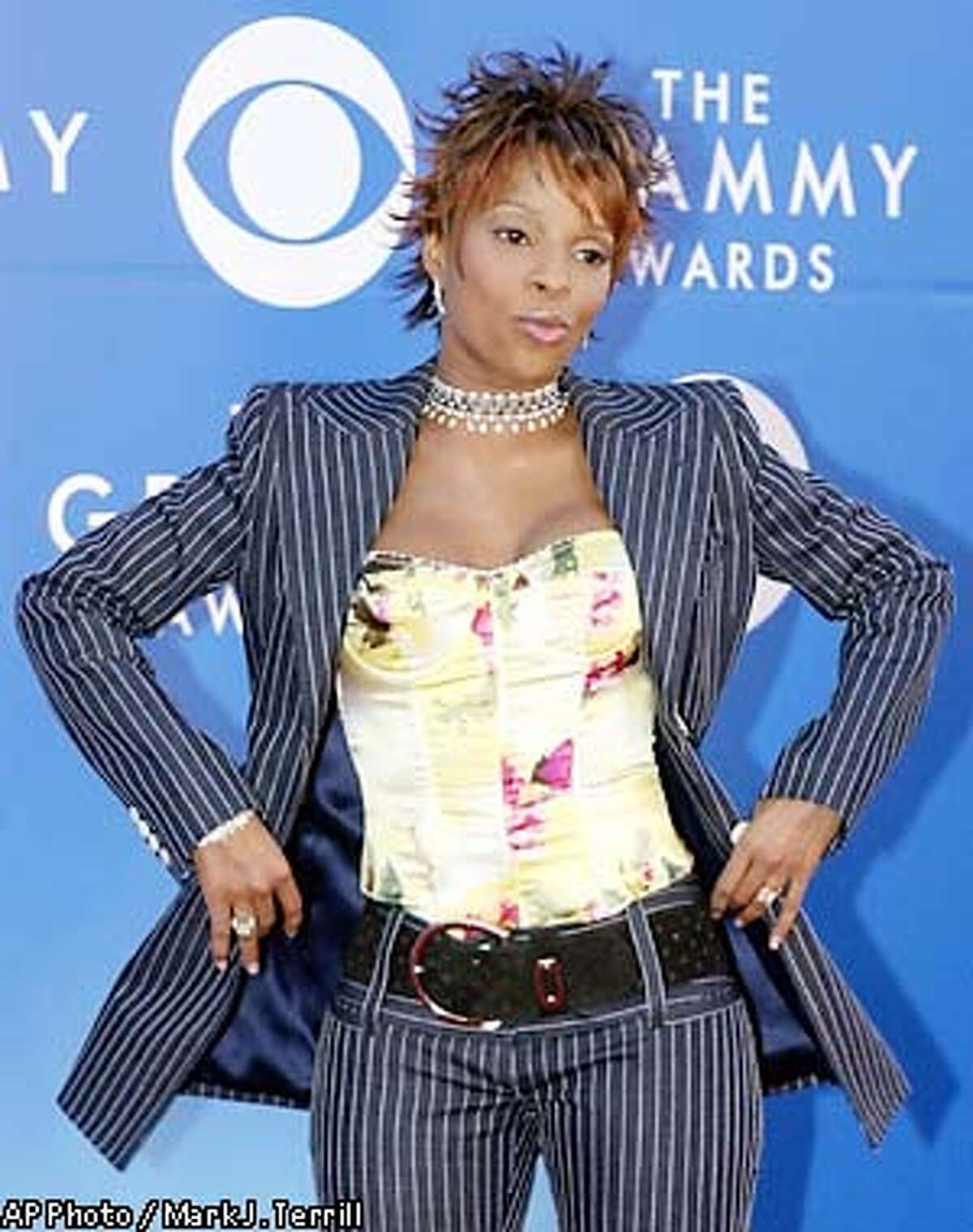 Grammy nominee Mary J. Blige arrives at the 44th annual Grammy Awards, Wednesday, Feb. 27, 2002, at the Staples Center in Los Angeles. (AP Photo/Mark J. Terrill)