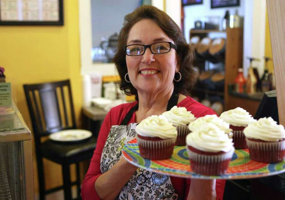 CONEXION:  Joyce Sosa started Frosted Delights by Joyce in an old Victorian home in King William in October 2010. She had baked and created wedding cakes for over 30 years years in Corpus, and moved to San Antonio after retiring from AT&T.   Helen L. Montoya/hmontoya@conexionsa.com Photo: HELEN L. MONTOYA, San Antonio Express-News / ©SAN ANTONIO EXPRESS-NEWS