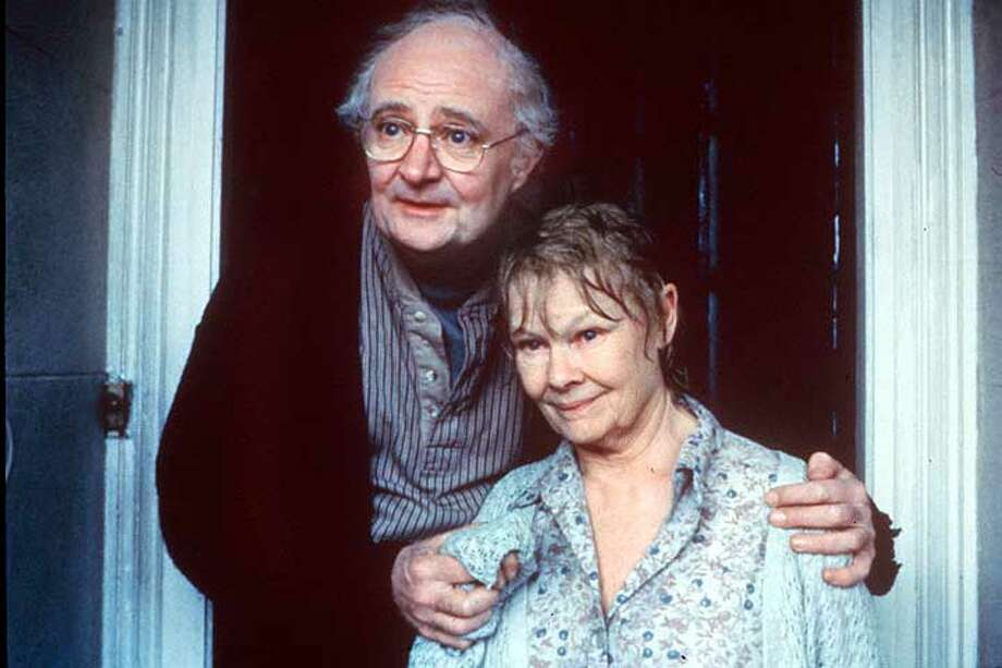 "Judi Dench and Jim Broadbent in ""Iris"": Tragedy behind the mask of dementia"