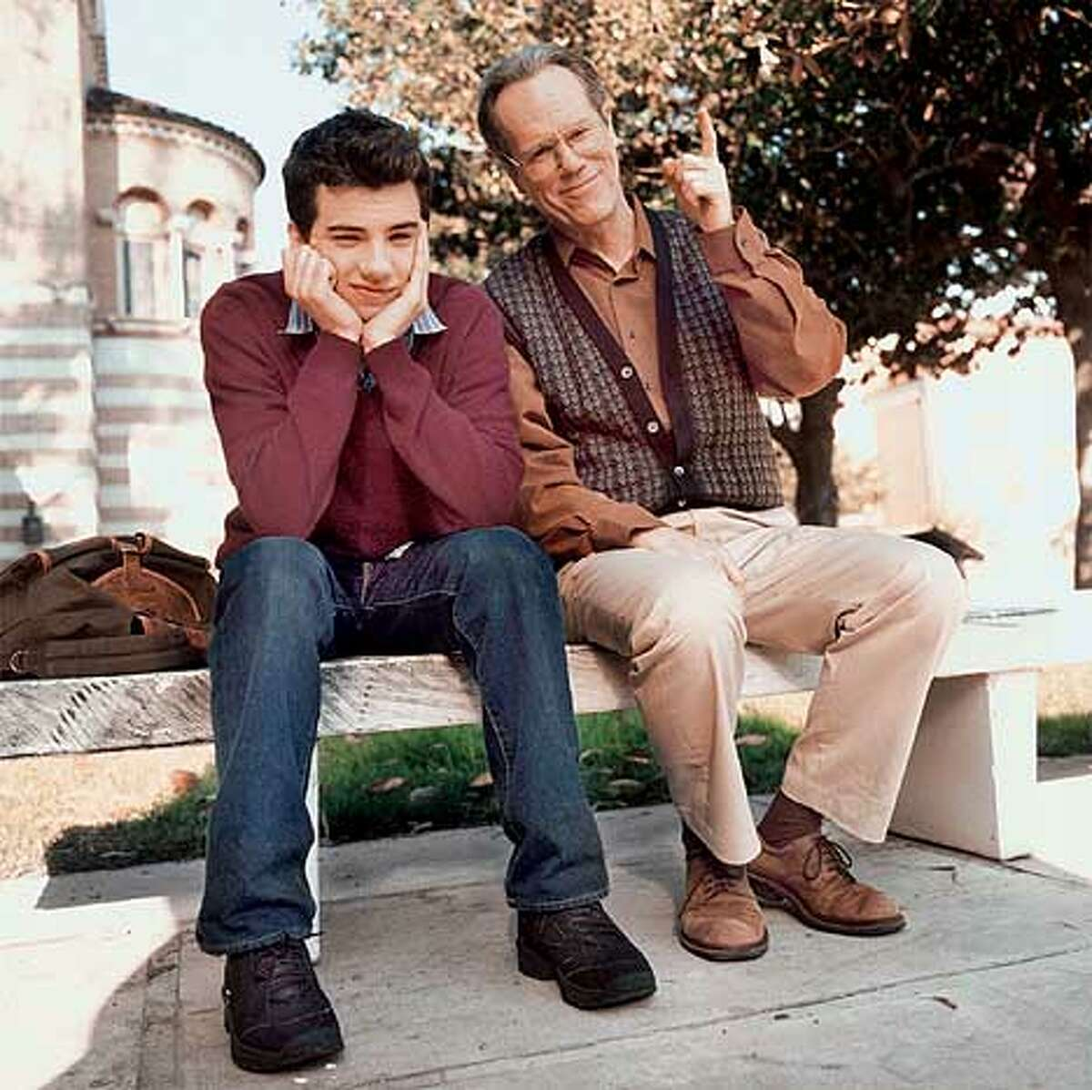 L-R:Jay Baruchel as Steven and Louden Wainwright III as Hal in UNDECLARED on FOX. ��2001FOX BROADCASTING CR:FOX