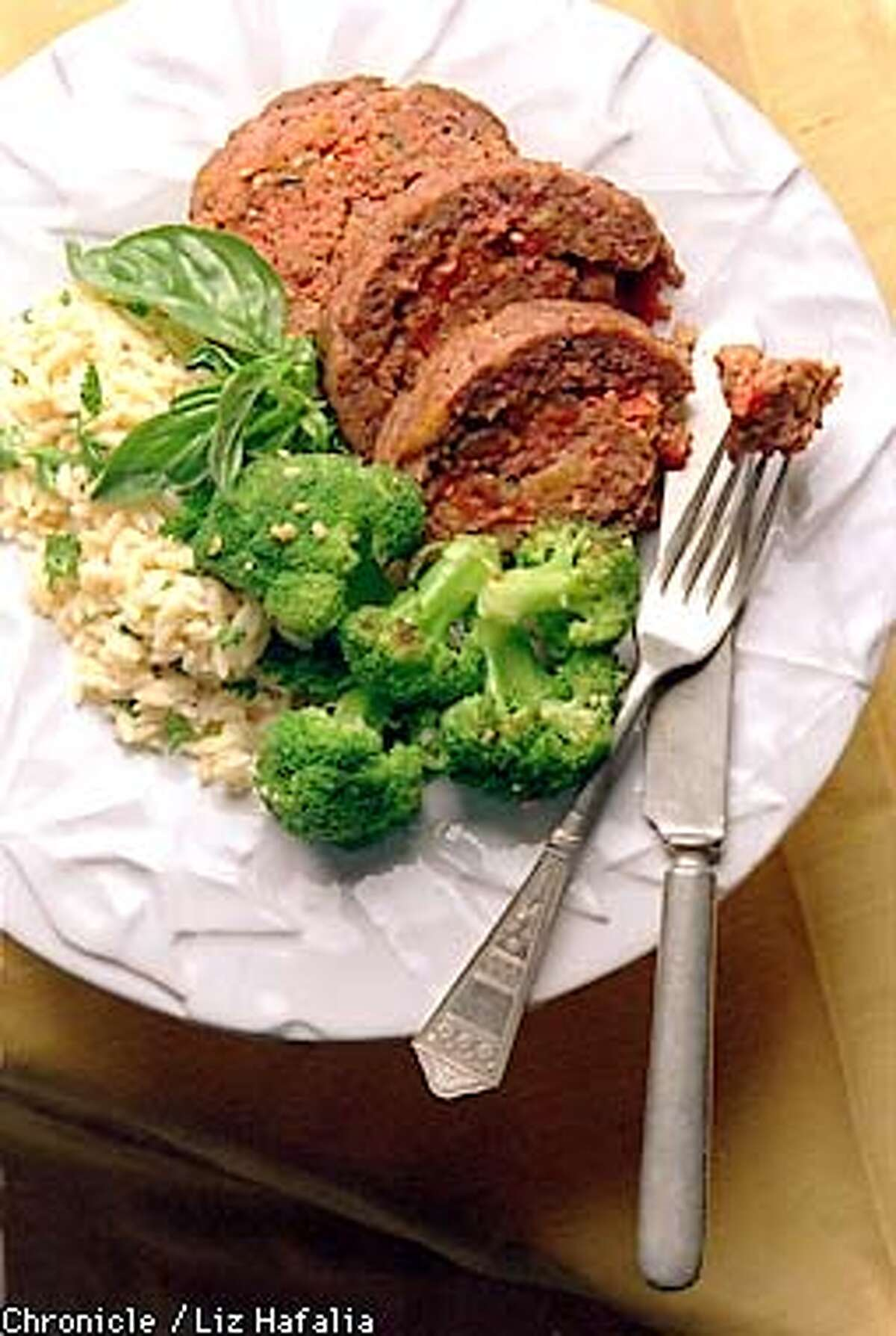 QF-B.MEAMEAT/C/18JUN96/FD/LH--Meatloaf WITH BROCCOLI AND RICE by Dan Bowe. Liz Hafalia