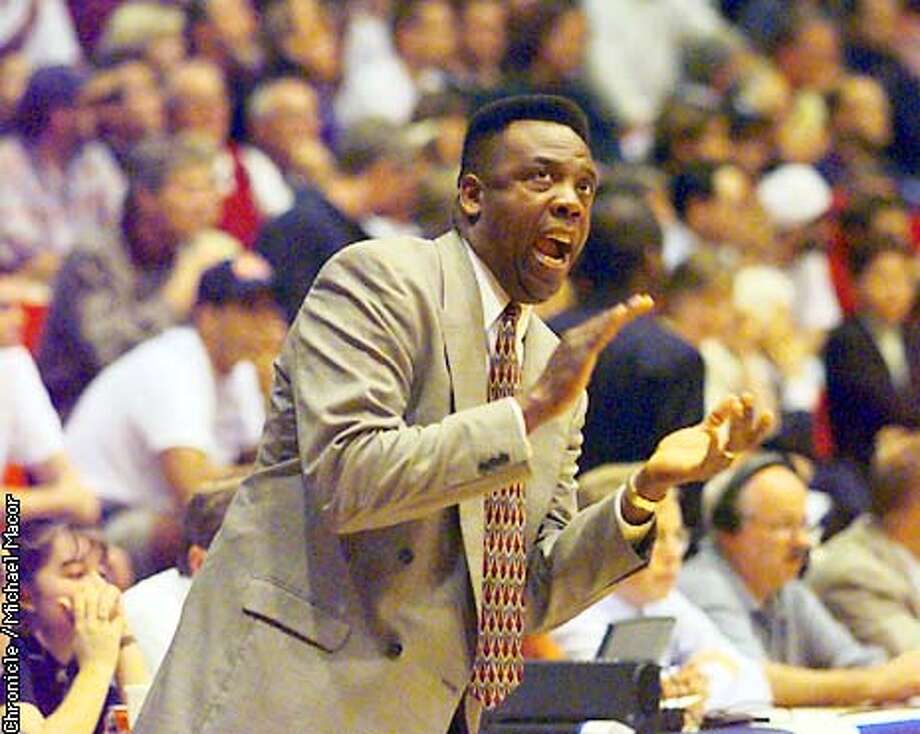 WCC KENT/C/02MAR97/SP/MACOR ST. Mary's head coach Ernie Kent talks to his team during the semi-final game against Loyola Marymount. Chronicle Photo: Michael Macor
