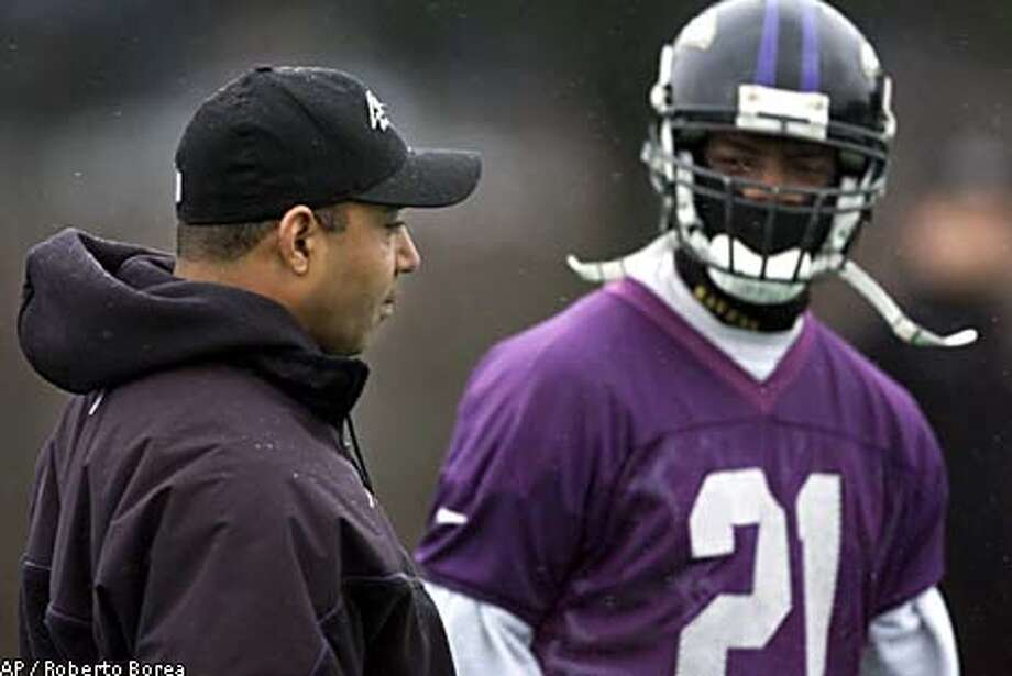 Marvin Lewis, with safety Chris McAlister at a Ravens practice last month, is working out contract details before becoming Bucs coach.Associated Press photo by Roberto Borea