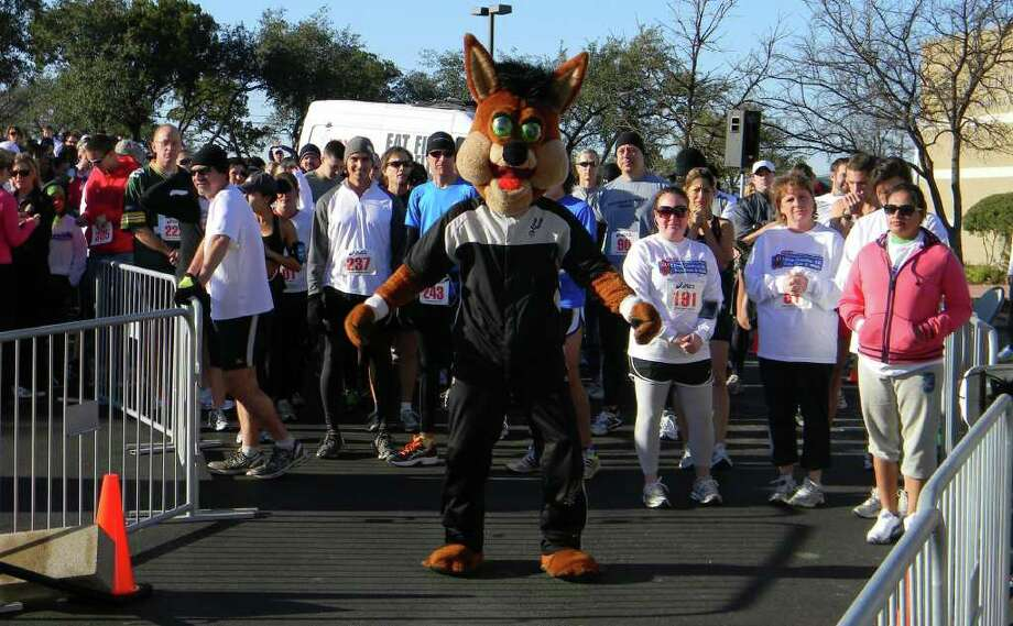 The Spurs Coyote with participants in the 2101 Super Bowl Sunday 5K run. Photo: Courtesy Photo