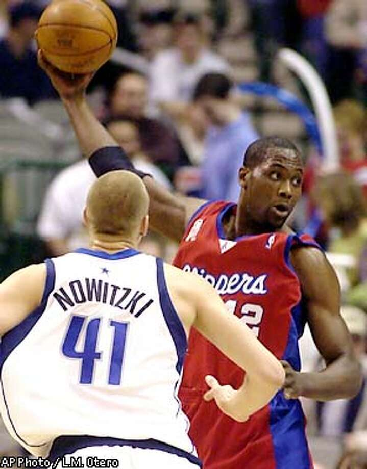 Los Angeles Clippers' Elton Brand passes the ball in front of Dallas Mavericks' Dirk Nowitzki (41) in the first quarter in Dallas, Tuesday, Jan. 29, 2002. (AP Photo/L.M. Otero) Photo: L.M. OTERO