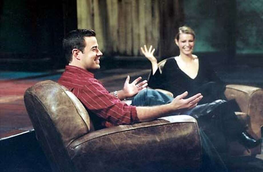 LAST CALL WITH CARSON DALY -- NBC Latenight -- Pictured: (l-r) Carson Daly, Gwyneth Paltrow -- CARSON DALY INTERVIEWS OSCAR-WINNER GWYNETH PALTROW DURING THE PREMIERE WEEK OF NBC'S 'LAST CALL WITH CARSON DALY' -- NBC Photo. HANDOUT.