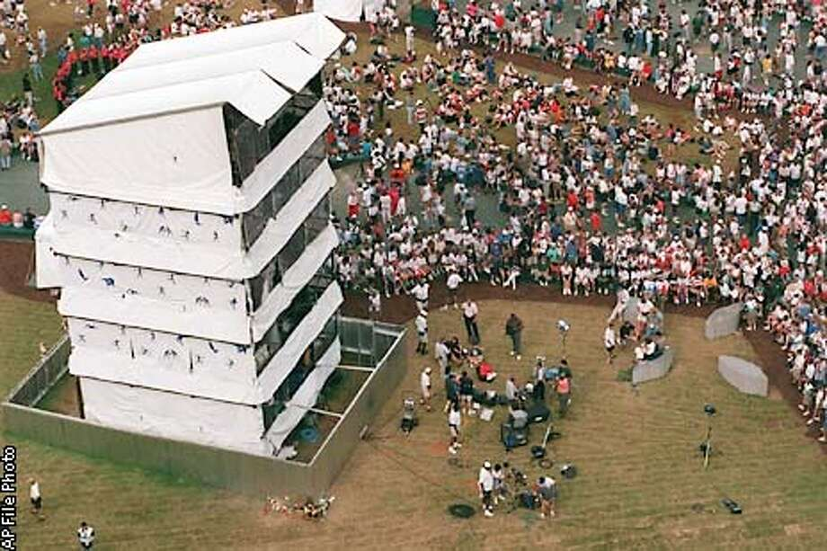 Crowds flood into Centennial Olympic Park in Atlanta Tuesday, July 30, 1996. Thousands flocked to the park reclaiming the festive heart of the Summer Games even as the FBI pressed ahead with its hunt for the terrorist who bombed it. (AP Photo/Kathy WIllens)