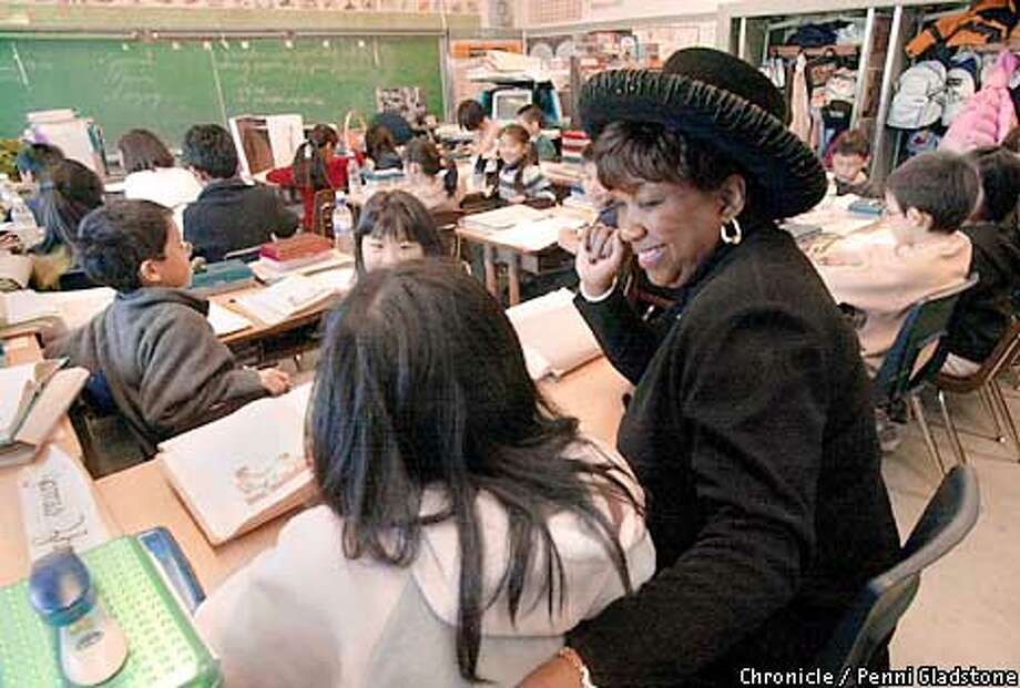 Superintendent Arlene Ackerman chatted with fourth-grader Josephine Wu during a visit to Francis Scott Key Elementary School. Chronicle photo by Penni Gladstone