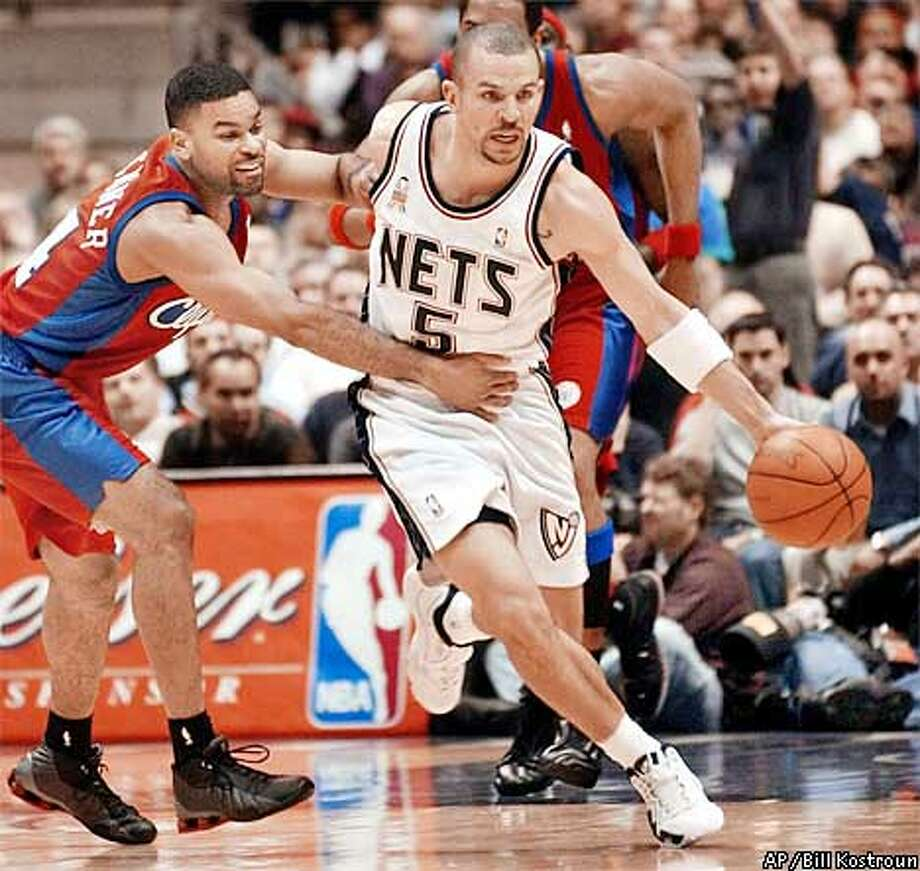 Los Angeles Clippers' Eldridge Recasner, left, attempts to slow down New Jersey Nets' Jason Kidd (5) during the second quarter Thursday night, Jan. 10, 2002, in East Rutherford, N.J. (AP Photo/Bill Kostroun) Photo: BILL KOSTROUN