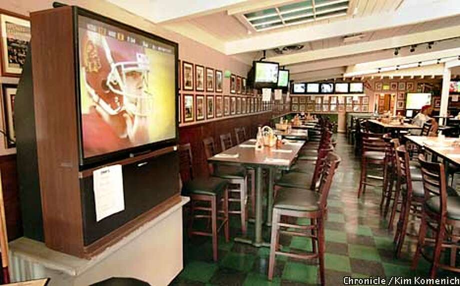 Review pix of Moe's, a Palo ALto sports bar with beaucoups TV sets and a collection of Sports Illustrated covers. CHRONICLE PHOTO BYKIM KOMENICH Photo: Kim Komenich