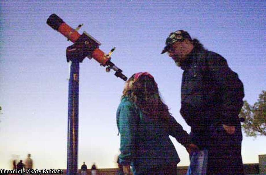 EBSTARb-C-02JUN01-EF-RAD  Photo by Katy raddatz--The Chronicle  Twice a month Lawrence Hall of Science in Berkeley brings out telescopes for stargazers to peruse the heavens. SHOWN: moon gazing are Tamar Degen-Nosek, age 7 and her dad Rich Nosek from Berkeley. Photo: KATY RADDATZ