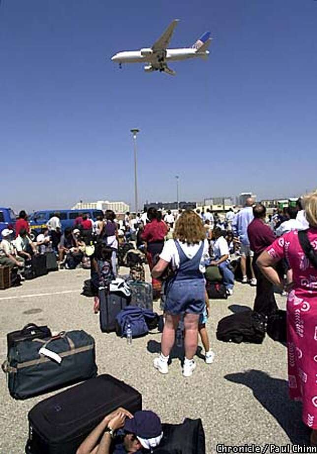 A Continental jetliner approaches LAX as passengers anxious to depart waited in a temporary holding area at a satellite parking lot. Los Angeles International Airport resumed limited flight service after a two-day shutdown following the terrorist attacks.  PAUL CHINN/S.F. CHRONICLE Photo: PAUL CHINN