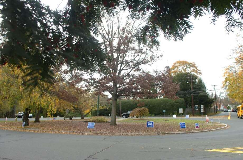 Greenwich, Nov. 2, 2009.  The Lake Avenue circle and the political signs. Photo: Helen Neafsey / Greenwich Time