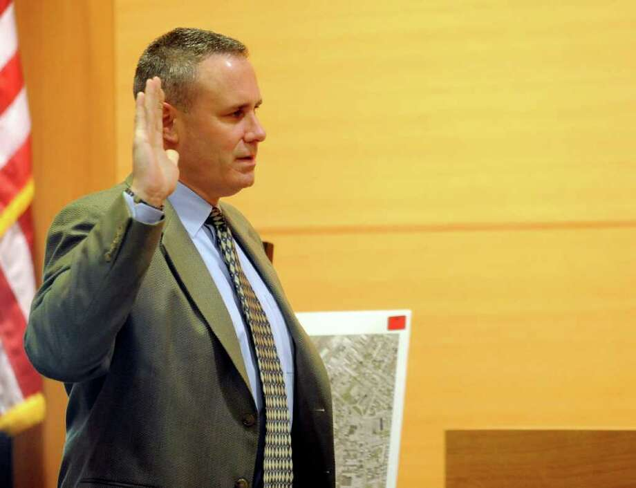 Connecticut State Trooper Don Elmendorf testifies during the trial of Sheila Davalloo in State Superior Court in Stamford on Tuesday, January 31, 2012. Davalloo is on trial for the 2002 murder of Anna Lisa Raymundo. Photo: Lindsay Niegelberg / Stamford Advocate