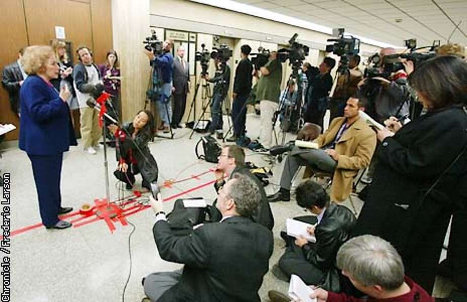 : The jurors selection of the dog mauling death of Diane Whipple begin today at LA Superior Court. Linda Deutsch, of AP (one of the pool reporter) tells other media types what happen in the juror selection room. Chronicle photo by Frederic Larson Photo: FREDERIC LARSON