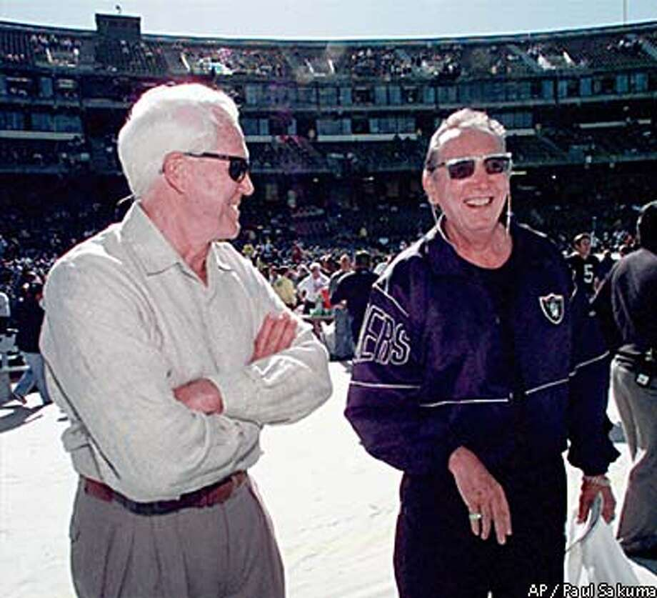 Bill Walsh, left, and Al Davis couldn't be more different in the way they've assembled and run their teams. Associated Press photo, 1999, by Paul Sakuma