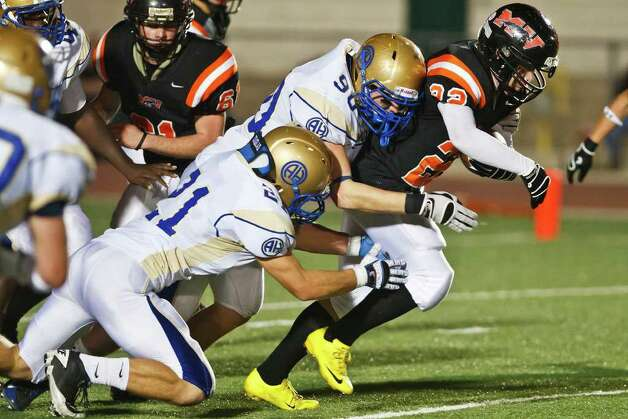 Alamo Heights linebacker Skylar Nelson (90) de-committed from New Mexico State on Monday and will play for the Roadrunners. He's listed as a defensive end for UTSA. Photo: Marvin Pfeiffer, Express-News