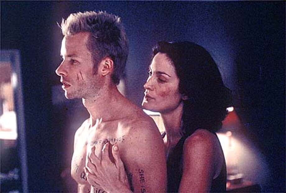 "Guy Pearce and Carrie-Anne Moss star in the psychological thriller ""Memento."" Handout Photo"