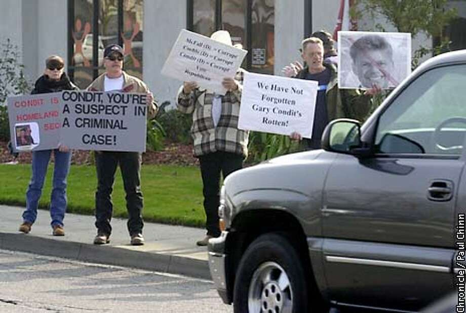 Protesters demonstrated on W. Olive in Merced in front of a Starbuck's cafe where Gary Condit made a campaign appearance Saturday.  PAUL CHINN/S.F. CHRONICLE Photo: PAUL CHINN