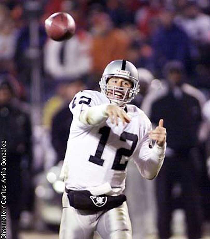 Raiders quaterback Rich Gannon makes a thow in the second half of the game against the Broncos. The Oakland Raiders played the Denver Broncos at Mile High Stadium on Monday, November 13, 2000, at the final Monday Night Football game at the stadium. (CARLOS AVILA GONZALEZ/SAN FRANCISCO CHRONICLE). ALSO RAN: 11/16/2001 Photo: CARLOS AVILA GONZALEZ