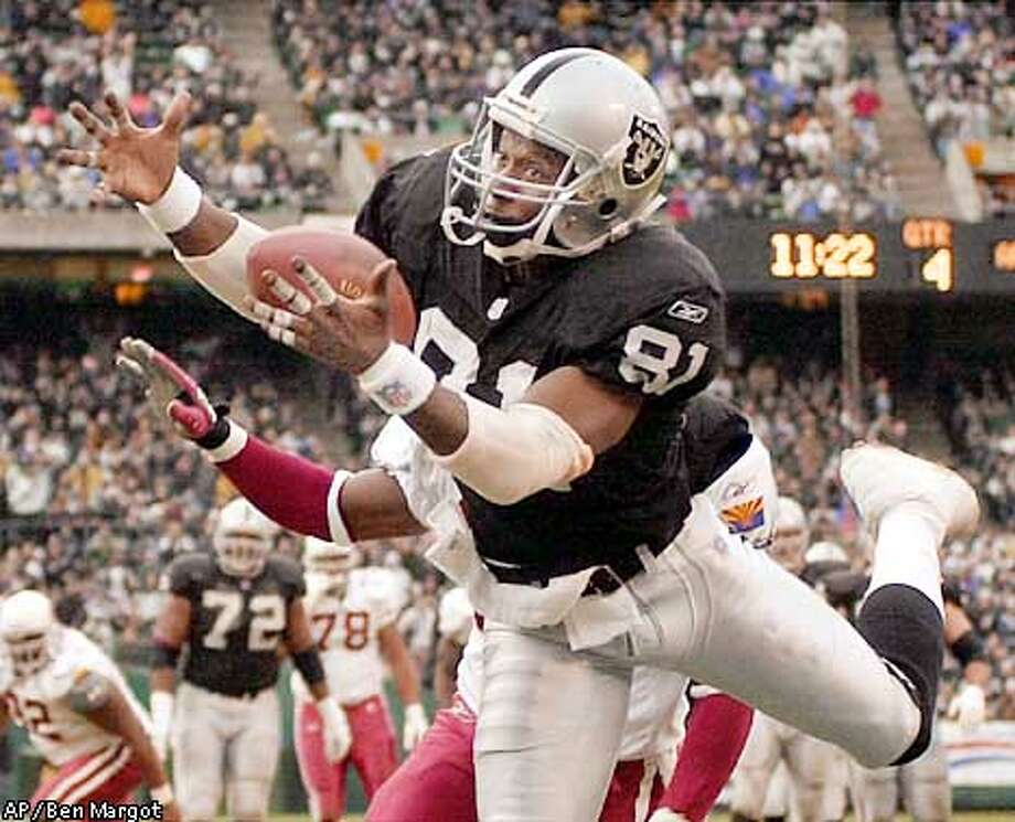 Oakland Raiders' Tim Brown (81) catches a touchdown pass ahead of Arizona Cardinals' Corey Chavous in the fourth quarter Sunday, Dec. 2, 2001, in Oakland, Calif. Arizona won 34-31. (AP Photo/Ben Margot) Photo: BEN MARGOT