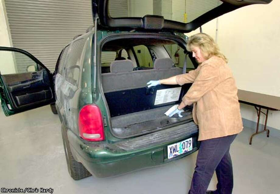 FBI EVIDENCE RESPONSE TEAM COORDINATOR, WHO DOESN'T WANT HER NAME PRINTED, CHECKS OUT SUV USED BY CHRISTIAN LONGO, ACCUSED OF KILLING HIS WIFE AND KIDS  -----CHRONICLE PHOTO BY CHRIS HARDY Photo: Chris Hardy