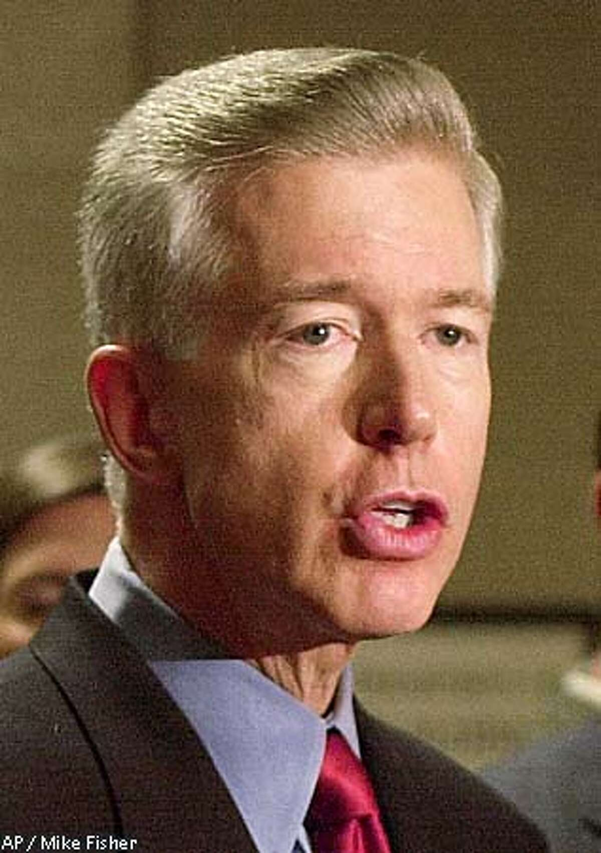 ADVANCE FOR MONDAY MAY 28-California Gov. Gray Davis talks with reporters after meeting with Chicago Mayor Richard M. Daley in Chicago, Monday May 21, 2001. Davis was briefed on how Chicago handled electrical blackouts when faced with power shortages. For Californians, Memorial Day not only is the traditional start of summer, but also marks the start of the blackout season. (AP Photo/Mike Fisher) ALSO RAN: 07/11/2001