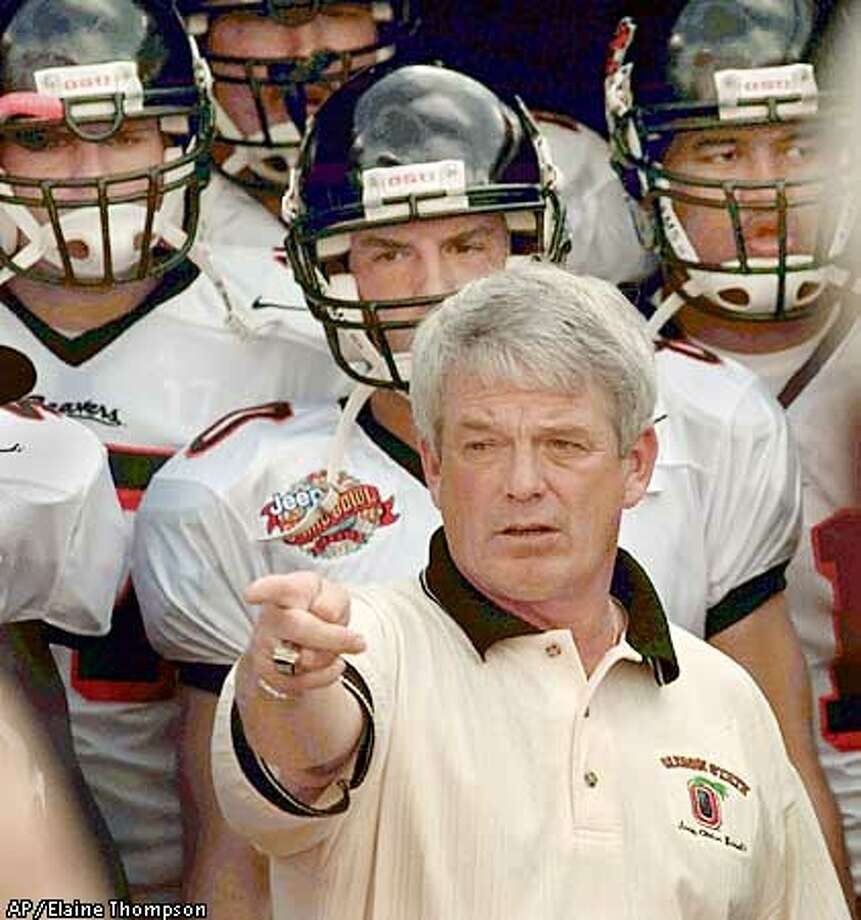 Oregon State coach Dennis Erickson stands with his players as they are about to take to the field against Hawaii at the on Saturday, Dec. 25, 1999, in Honolulu. Hawaii won 23-17. (AP Photo/Elaine Thompson) Photo: ELAINE THOMPSON