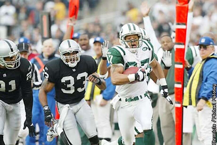 Testaverde hit Laveranues Coles for a touchdown reception on the second play of the game. Eric Allen and Anthony Dorsett pursued. The Oakland Raiders take on the New York Jets on Sunday, January 6, 2002 at Network Associates Coliseum. Michael Maloney/The Chronicle Photo: Michael Maloney