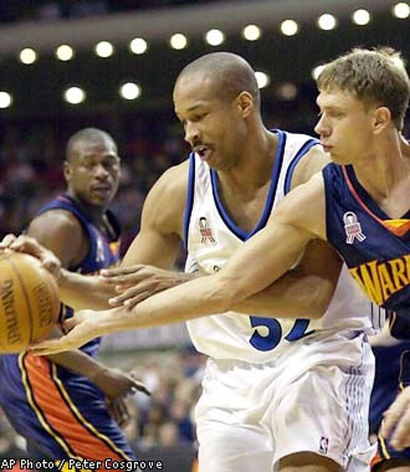 Golden State Warriors' Bob Sura, right, reaches in for the ball as Orlando Magic's Don Reid maintains possession and Warriors' Mookie Blaylock, left, looks on during the second period in Orlando, Fla., Saturday, Jan. 5, 2002.(AP Photo/Peter Cosgrove) Photo: PETER COSGROVE