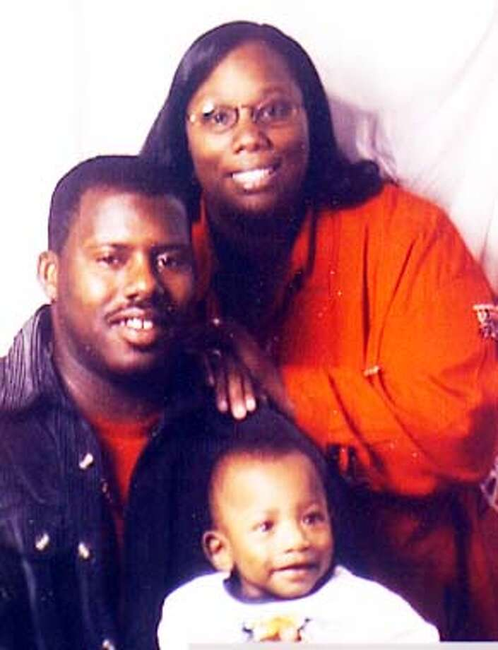 CLEMONS-C-04JAN02-MT-VM  Darryl Clemons who was killed on the Bay Bridge construction accident . photo of Darryl his wife Vida and son Darryus 2 yrs COPY PHOTO Photo: CLEMONS-C-04JAN02-MT-VM