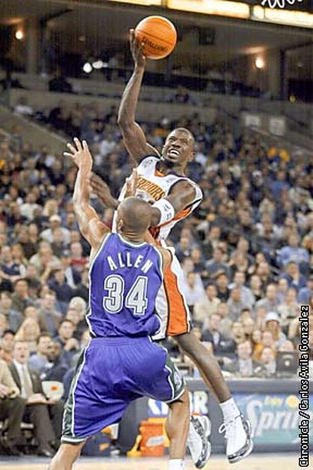 Warriors Jason Richardson, shoots the ball in the second quarter of action against the Milwaukee Bucks at the Oakland Arena on Tuesdya, January 8, 2002.  (CARLOS AVILA GONZALEZ/SAN FRANCISCO CHRONICLE) Photo: CARLOS AVILA GONZALEZ