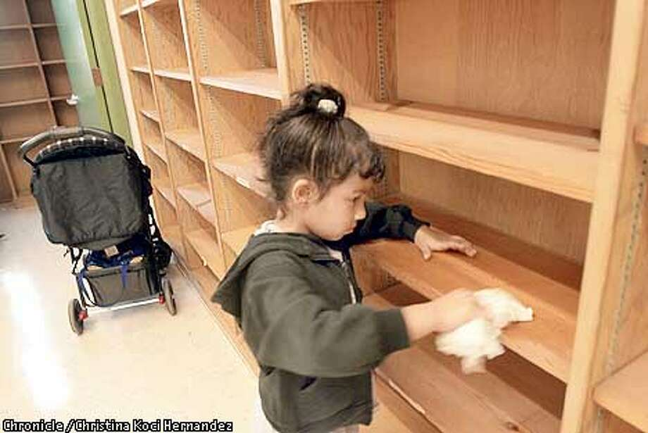 "SMALL21b-C-18AUG01-MT-CKH  CHRISTINA KOCI HERNANDEZ/CHRONICLE  Edith Ortega, age 5, helps wash down shelves at the new school. She will go into first grade. Parents and teachers unload new furniture at one of the the new five ""small autonomous schools,"" in Oakland, at the Ascend Elementary School in the Fruitvale district in Oakland. Photo: CHRISTINA KOCI HERNANDEZ"