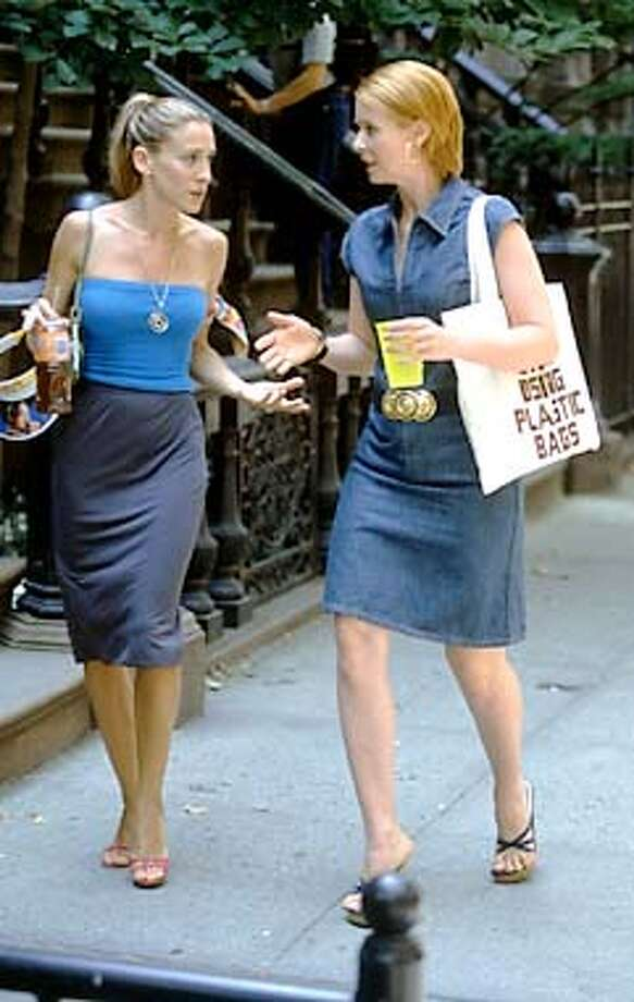 SEX AND THE CITY: Sarah Jessica Parker, Cynthia Nixon. photo: Craig Blankenhorn. HANDOUT from HBO media website.