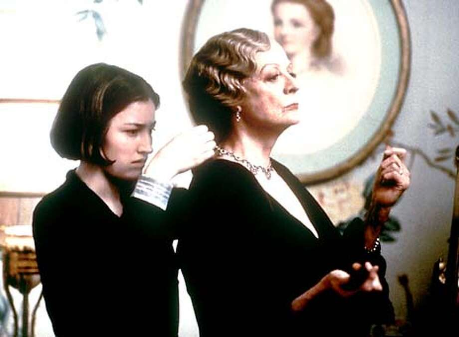 THIS IS A HANDOUT IMAGE. PLEASE VERIFY RIGHTS. Kelly Macdonald, left, and Maggie Smith in GOSFORD PARK Photo: HANDOUT