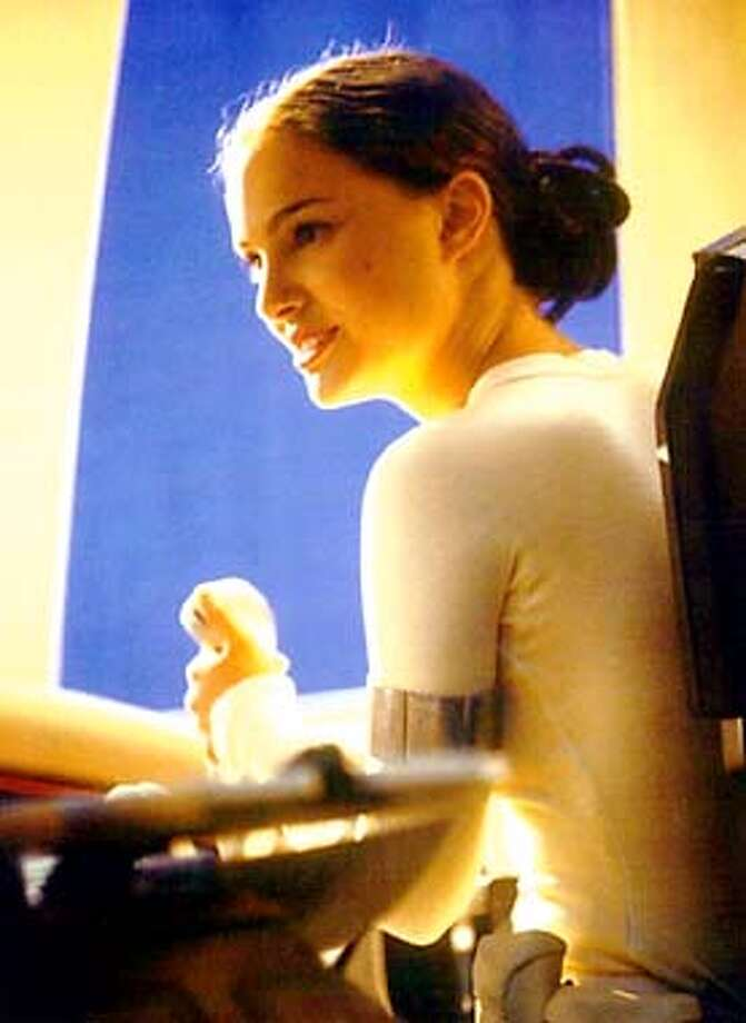 THIS IS A HANDOUT IMAGE. PLEASE VERIFY RIGHTS. PORTMAN06-C-28DEC01-DD-HO Natalie Portman stars in Star Wars Episode II: Attack of the Clones. HANDOUT.