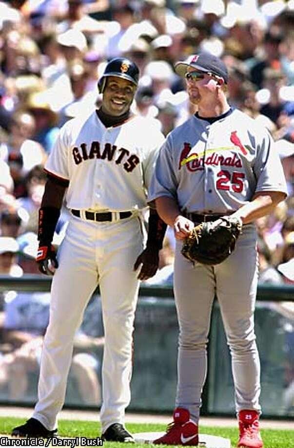 BONDSXX1-C-01JUL01-SP-DB Barry Bonds jokes with St. Louis 1st baseman Mark McGwire after taking first on a walk Sunday at Pac Bell Park. Chronicle Photo by Darryl Bush Photo: DARRYL BUSH