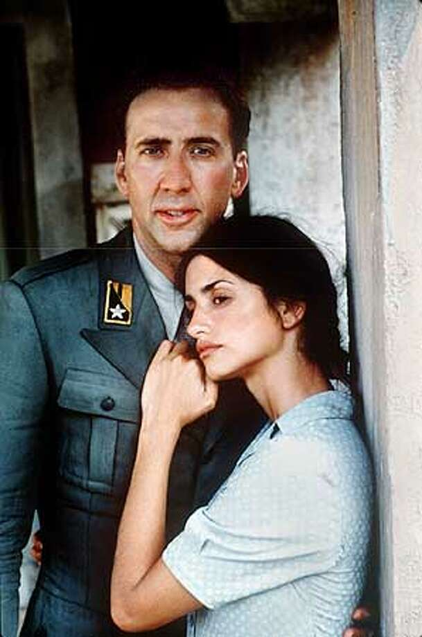 CAPTAIN17-C-15AUG01-DD-HO Italian officer Antonio Corelli (Nicolas Cage) and Greek villager Pelagia (Penelope Cruz) find unexpected love during Italy's World war II occupation of Greece. Photo: HANDOUT