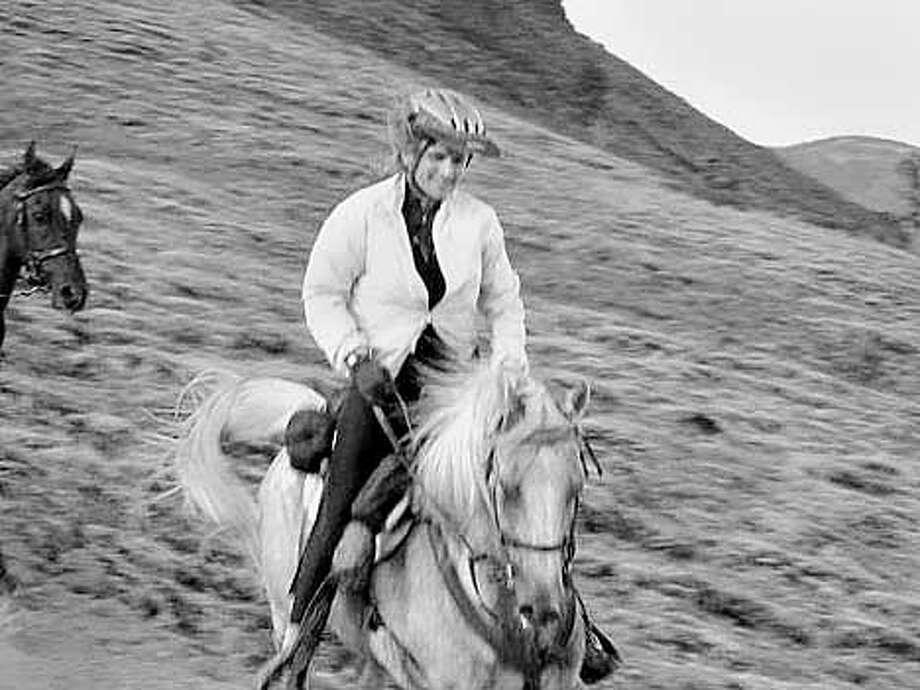 2001 Tevis Trail ride. Brownyn Swan of Berkeley. MUST CREDIT: Lucy Chaplin Trumbull Photo: LUCY CHAPLIN TRUMBULL