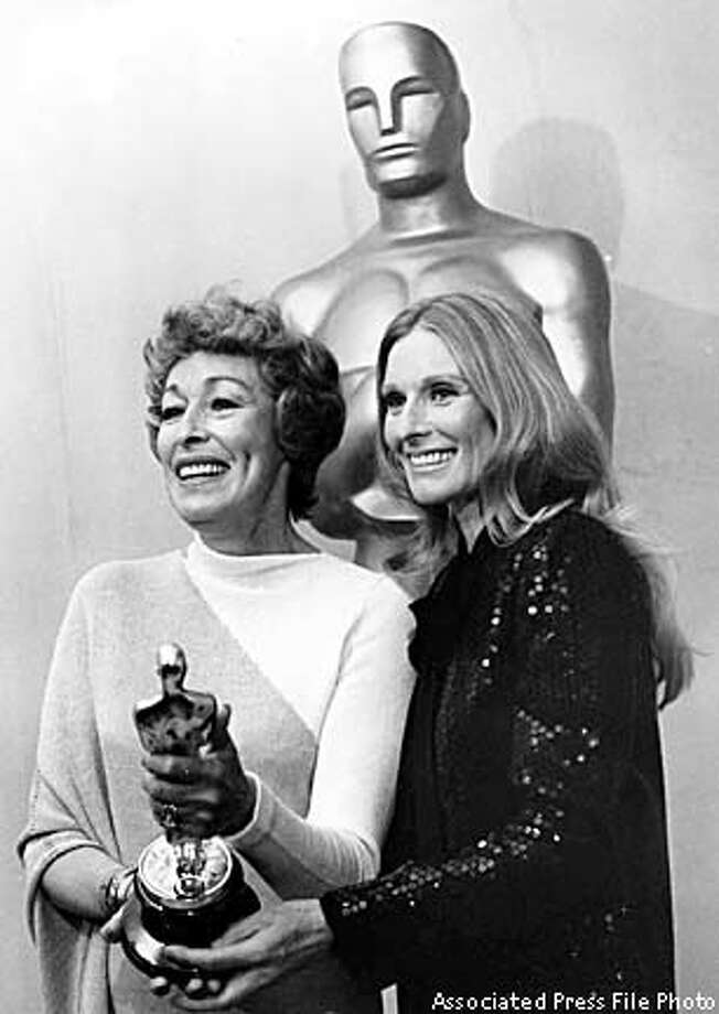 Eileen Heckart, left, posed with her Oscar for best supporting actress and presenter Cloris Leachman at the 1973 Academy Awards in L.A. Associated Press File Photo