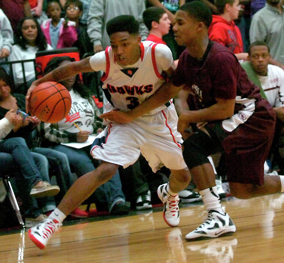 H-J's Devante Johnson drives around Silsbee's Kelton Gaines at Hardin-Jefferson High School in Sour Lake, Tuesday, January 31, 2012. Tammy McKinley/The Enterprise Photo: TAMMY MCKINLEY