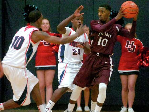 Silbee's Chris Elam tries to pass while under pressure from H-J's Shawn Prudhomme and Braiden Harmon at Hardin-Jefferson High School in Sour Lake, Tuesday, January 31, 2012. Tammy McKinley/The Enterprise Photo: TAMMY MCKINLEY